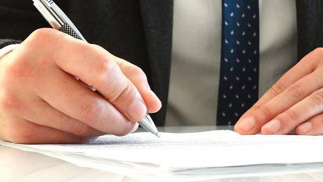 protocolo de estudio y firma de prestamos